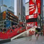Cabine tkts na Time Square onde é possível comprar ingressos com desconto para a Broadway.