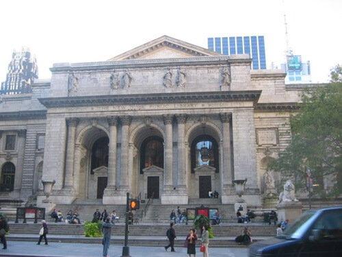 New York Public Library, o prédio de mármore branco é de impressionar.