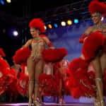 Show das dançarinas no Moulin Rouge