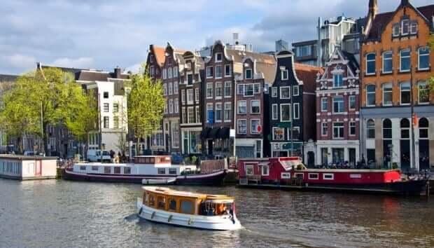 Amsterdã, barcos e casas