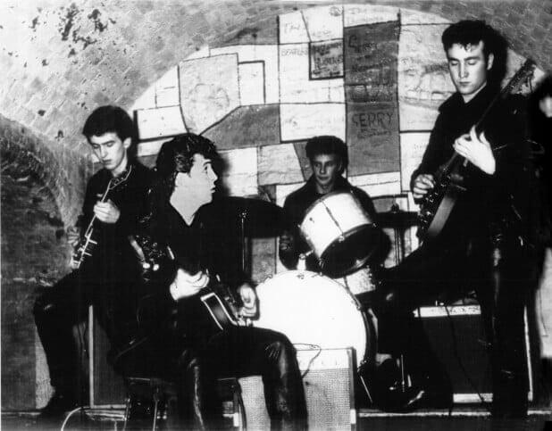 Beatles tocando no Cavern Club, 1961