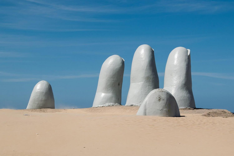 Monumento em Punta del Este, cidade turística do Uruguai