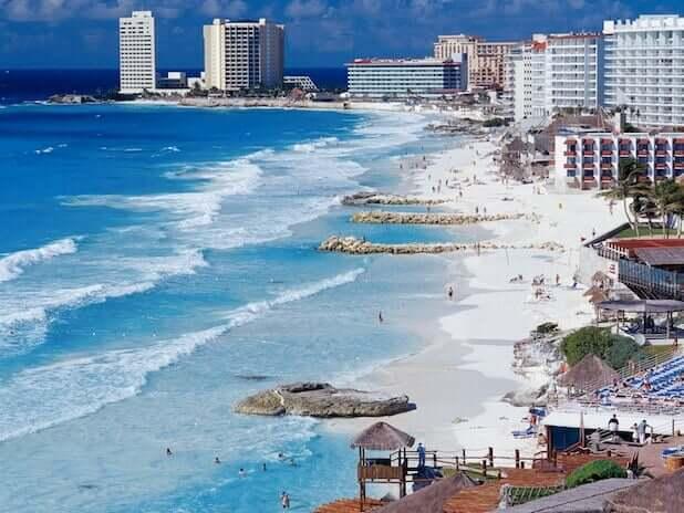 A orla de Cancún.