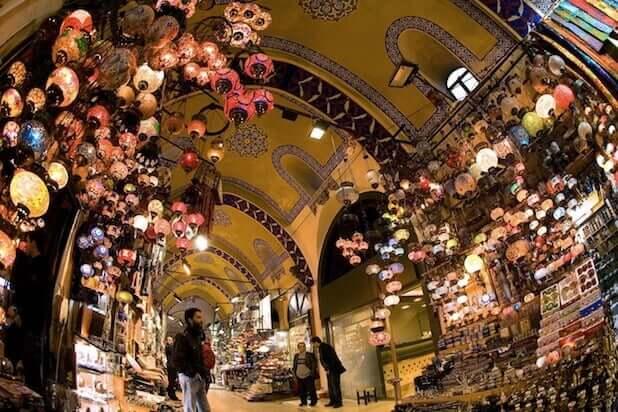 Detalhes do interior do Grand Bazaar.