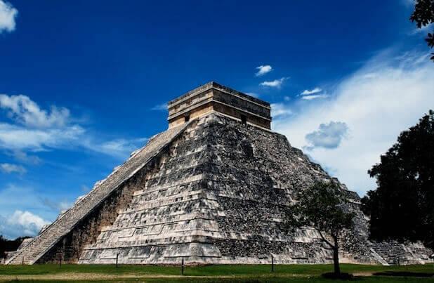 Pirâmide de Kukulcán, no sítio arqueológico Chichén Itzá.