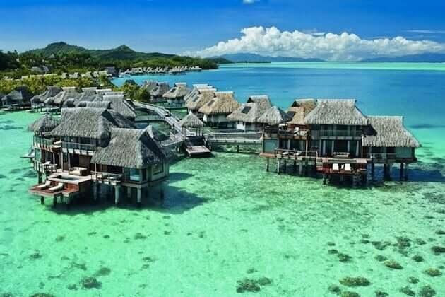 Um dos resorts em Bora Bora, na Polinésia Francesa