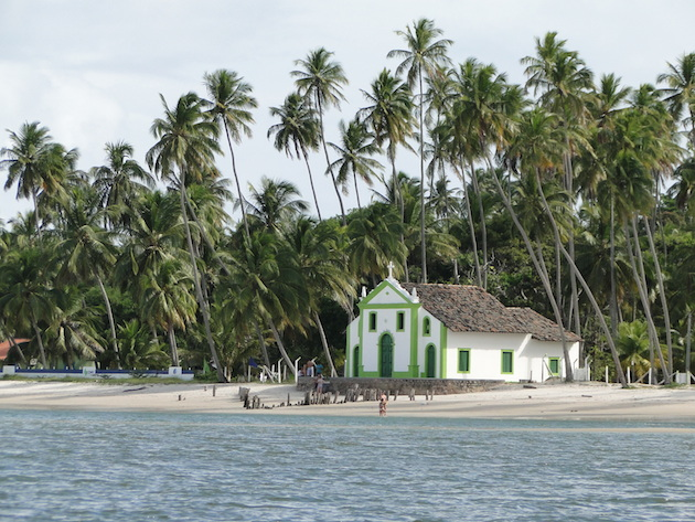 Igreja na praia de Carneiros