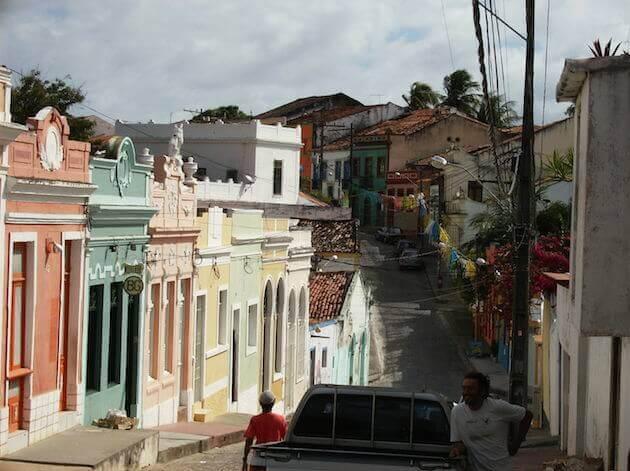 Ruas estreitas e casas coloridas de Olinda