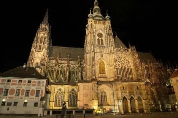 catedral São Vito por fora em Praga