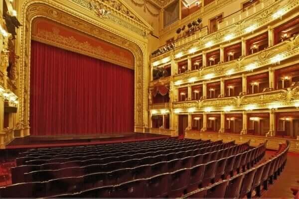 teatro nacional de praga por dentro