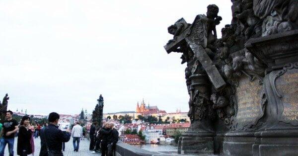 estátuas da ponte carlos de praga